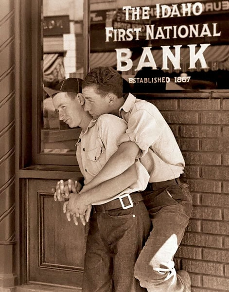 LGBT-vintage-photos-5via Buzzfeed-min